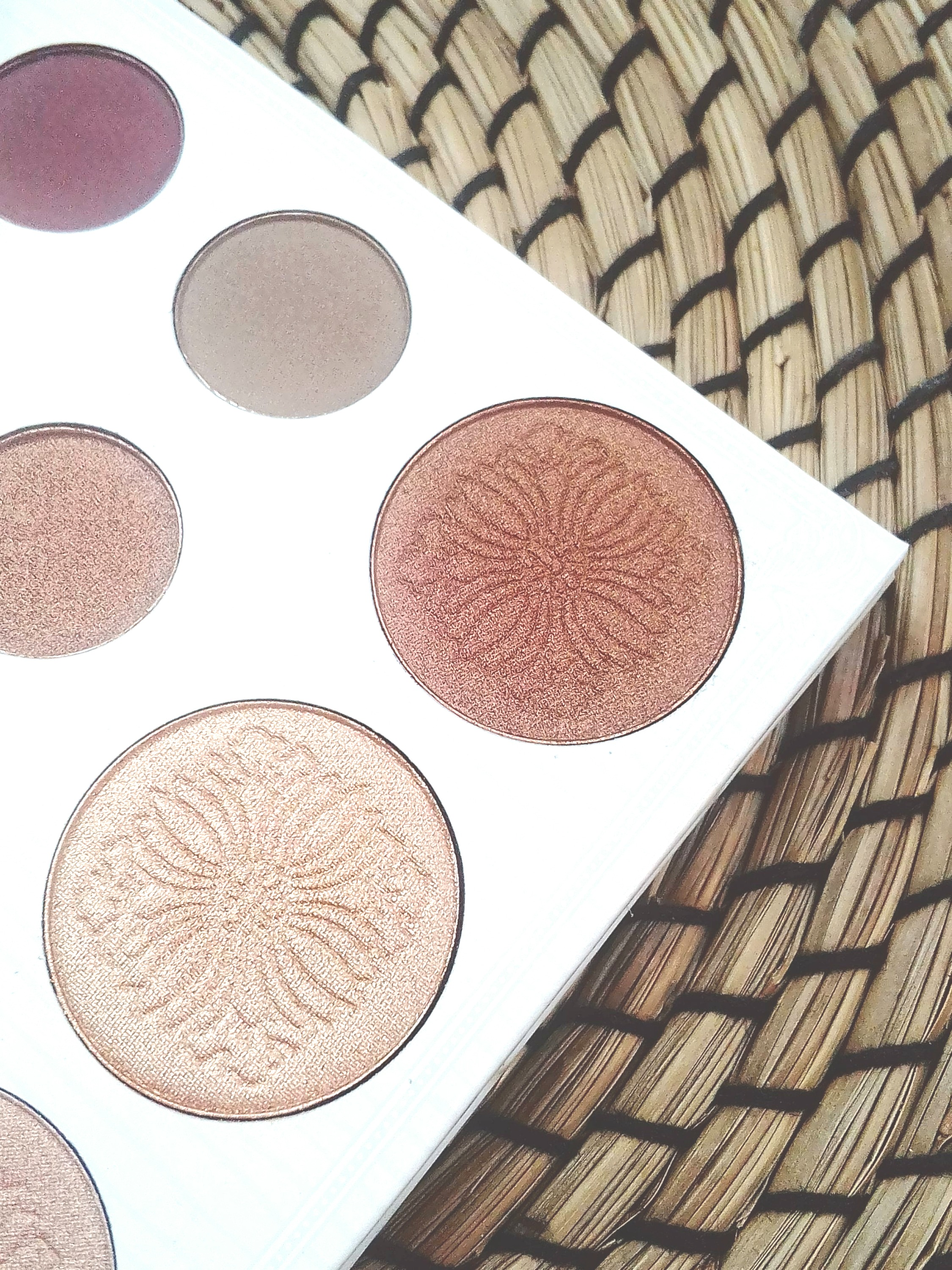 highlighter palette carli bybel BH cosmetics