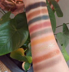 swatchs palette iconic division makeup révolution