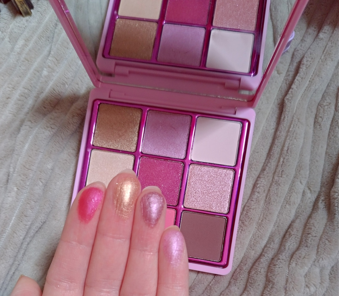 Swatch one true love palette I heart revolution